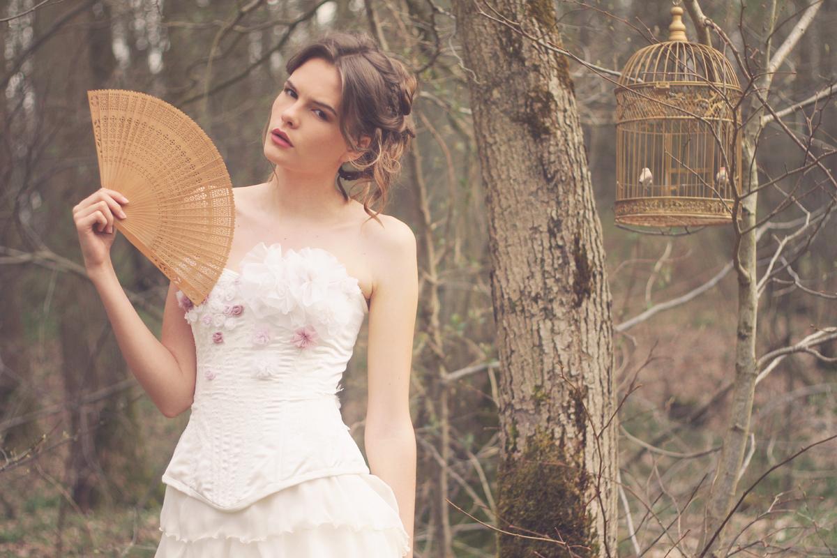 Robe de mariée romantique rose poudrée et ivoire