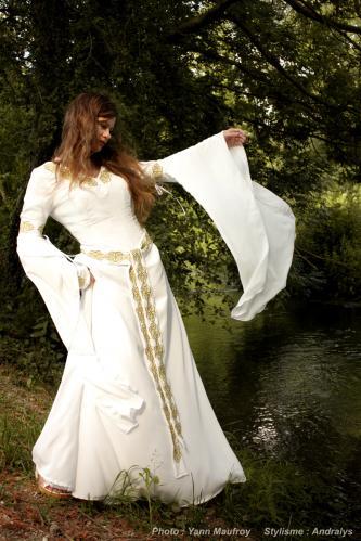 Robe de mariée médiévale Marie