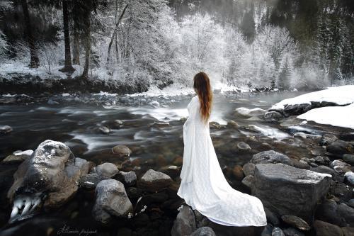 Robe de mariée médiévale elfique Dame Blanche 05