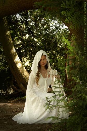 Robe de mariée médiévale elfique Dame Blanche 02