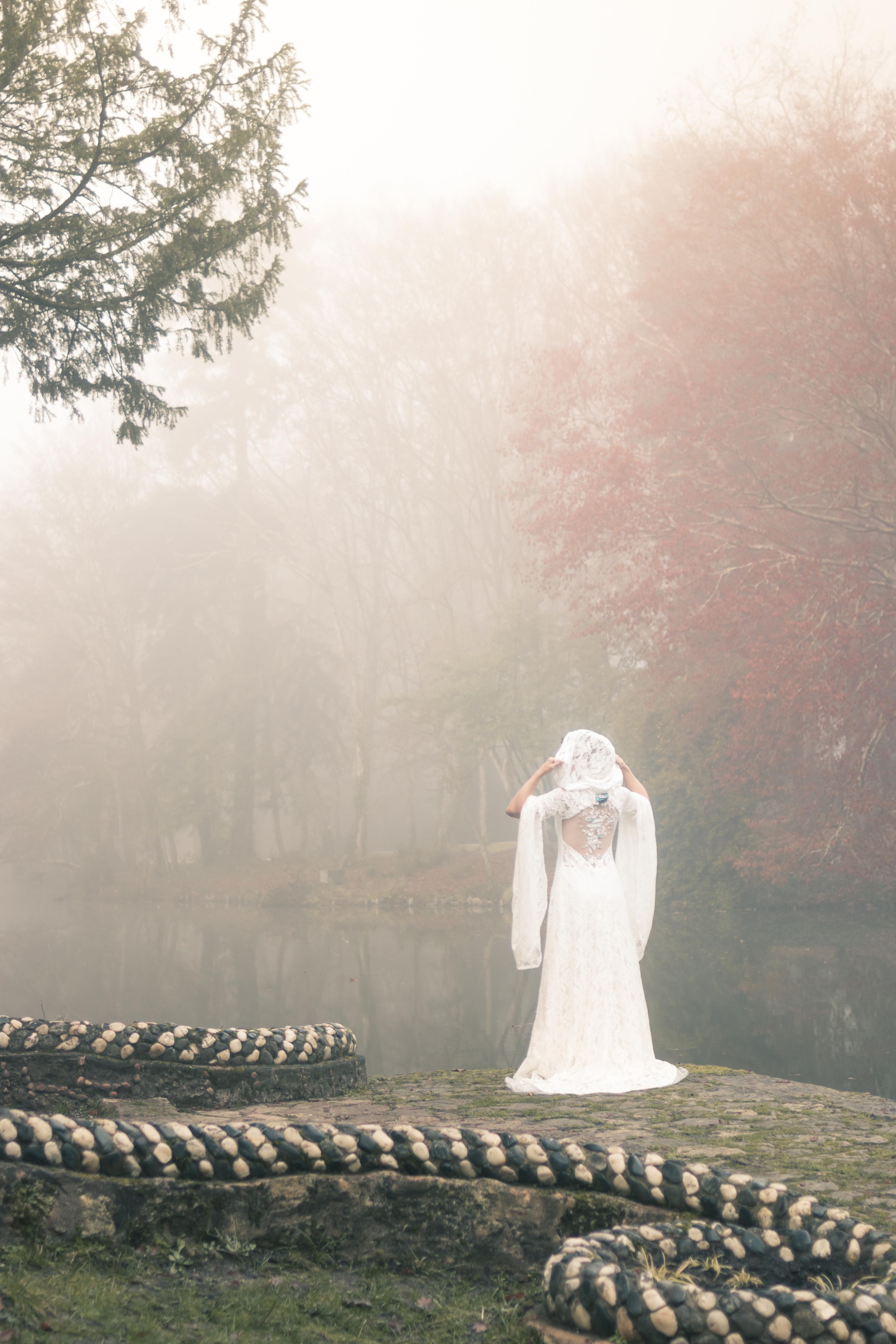 Robe de mariée elfique Dame Blanche Mary-Gabrielle - shooting mariée