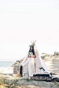 shooting inspiration mariage tipi - Robe de mariée Hippie chic Joan - Dune du Pilat - Bordeaux Arcachon