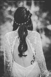 Robe de mariée hippie en matières recyclées à Bordeaux - le dos nu