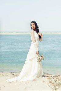 Robe de mariée bohème à la dune du Pilat - Arcachon - création de robe de mariée sur mesure