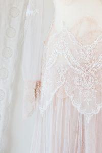 robe de mariée féerique sur mesure à Bordeaux - détail hanches et manches