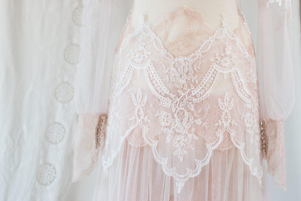 robe rose nude - le détail de la jupe