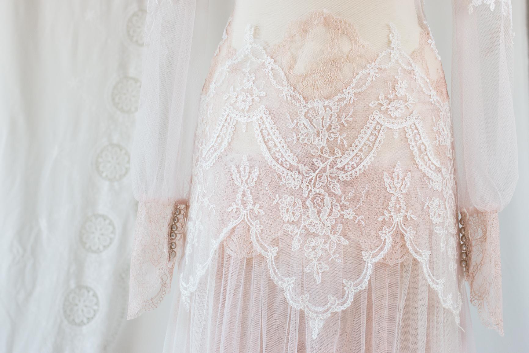robe-mariee-nude-bordeaux