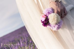 Photos mariée femme enceinte à Bordeaux - détail du bouquet de pompons