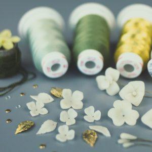 Robe de mariée sur-mesure luxe-bijoux-perles-artisan