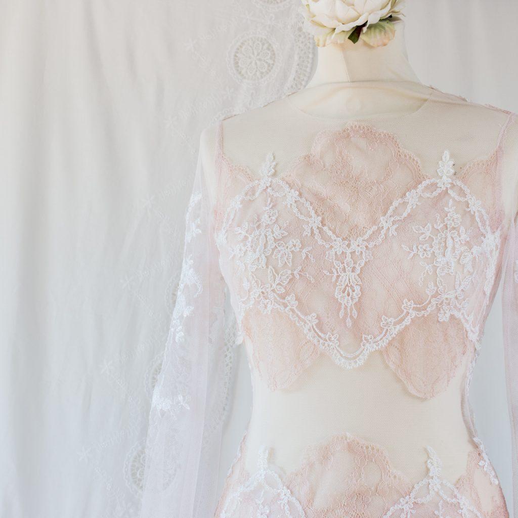 Robe de mariée nude sur-mesure à Bordeaux