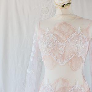 Robe de mariée rose nude sur-mesure à Bordeaux