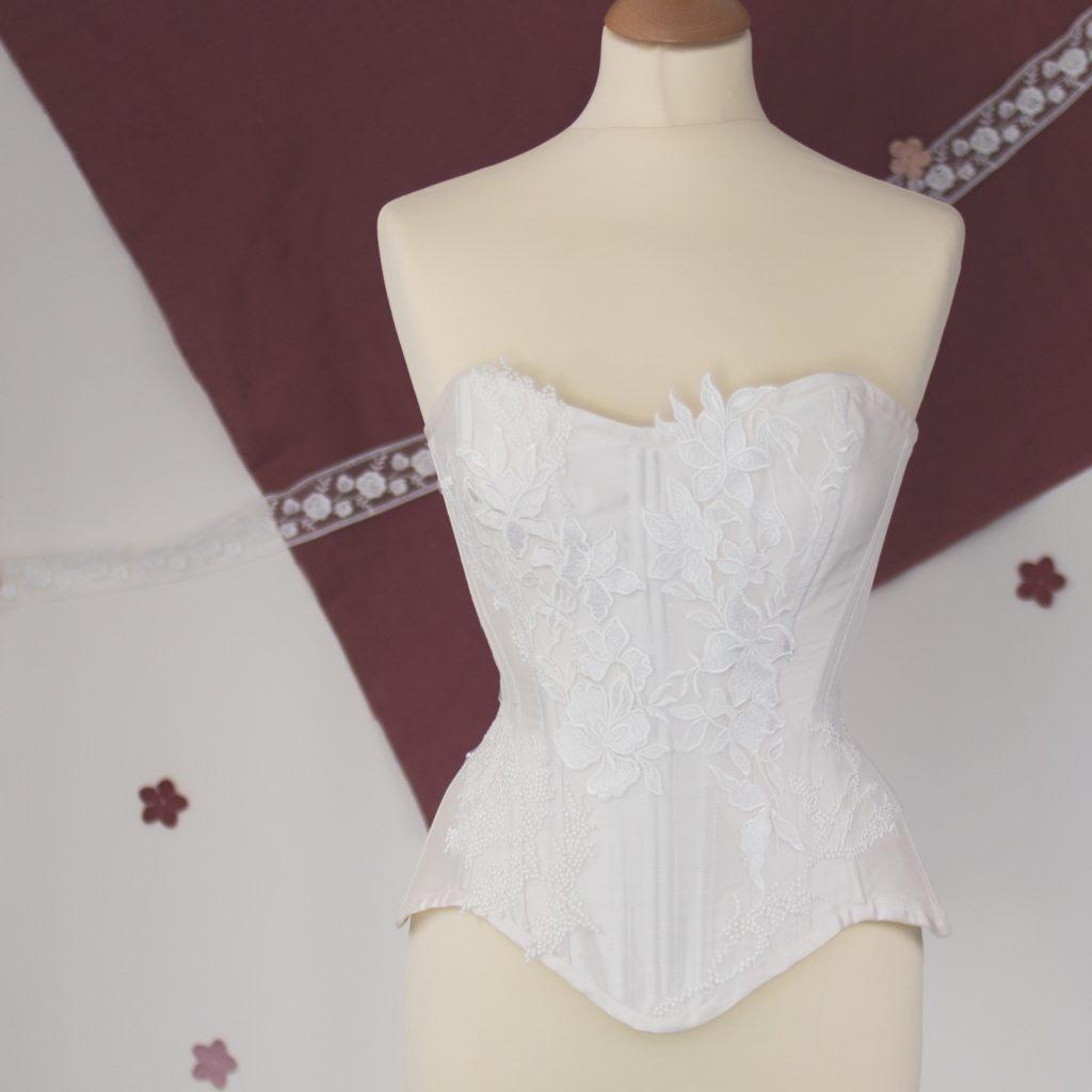 corset-robe-mariee-dentelle