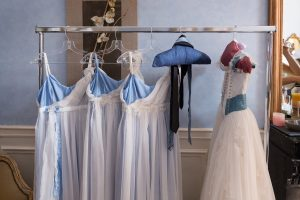 robe-cortege-témoin-assortie-à-la-mariée