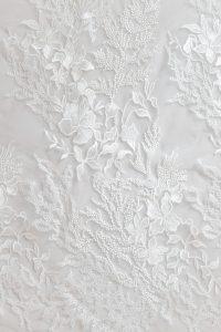 dentelle-broderie-polyester-sur-tulle-fleurs