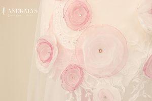 Robe de mariée aux fleurs roses