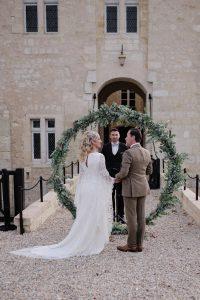 Mariage medieval fleurs