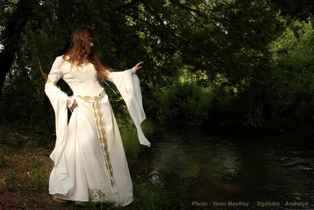 Robe de mariée médiévale celtique Or