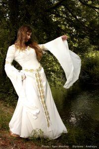 Robe-de-mariee-medievale-celtique-ivoire