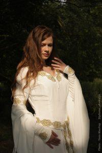 Robe de mariée celtique en soie brodée
