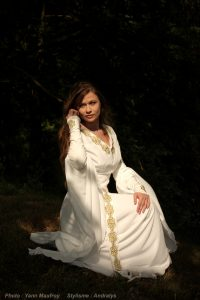 medieval-embroidered-wedding-dress