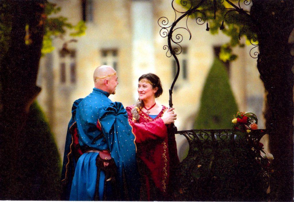 Robe de mariée médiévale et costume médiéval homme