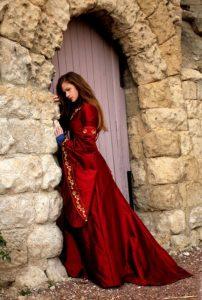 robe-mariee-rouge-medievale