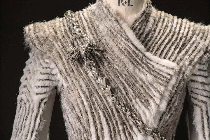 daenerys manteau en fourrure
