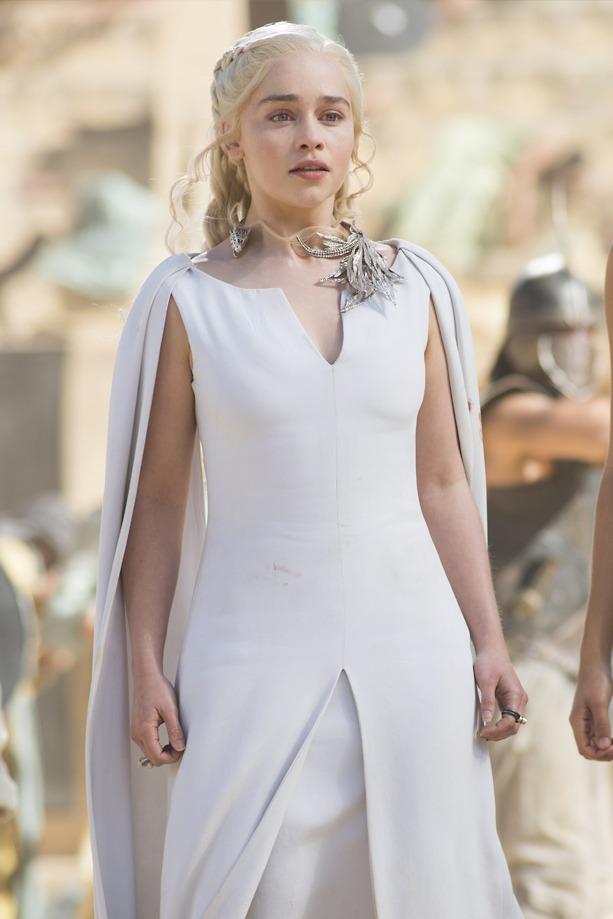 daenerys-robe-mariee-manches-cape