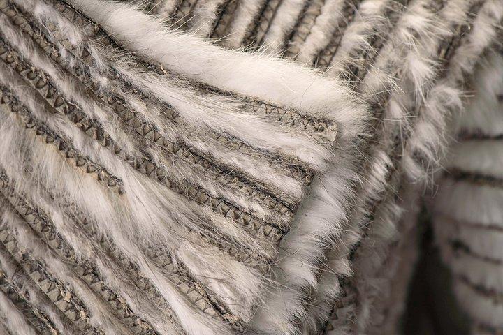 détails du manteau en fourrure de Daenerys